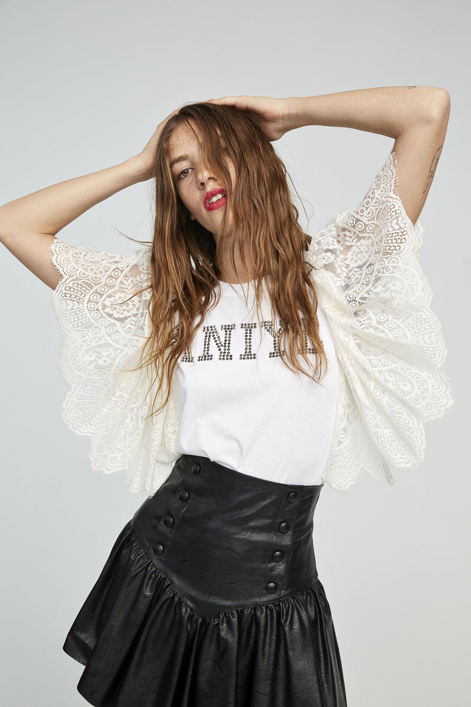 LACE T-SHIRT LOGO